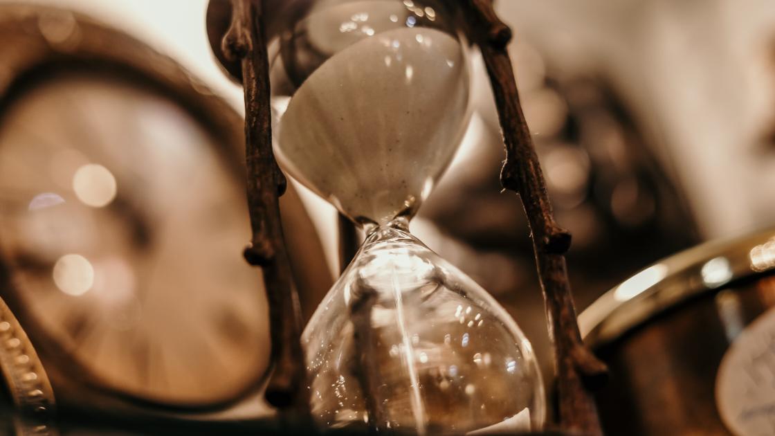 Sablier où s'écoule le temps